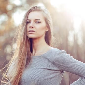 乾燥の季節到来!今どきの美意識高めの女子のツヤ髪必須アイテムとは?