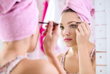 美人になれる「眉毛の形」はコレ!整える方法と正しい位置を完全マスター