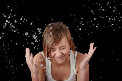 冬のカサカサ肌は洗顔が原因!?皮膚乾燥をよぶデイリーケアに注意