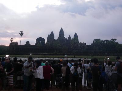 日本人大学生とカンボジア高校生がペアになって取材して「見えたこと」!