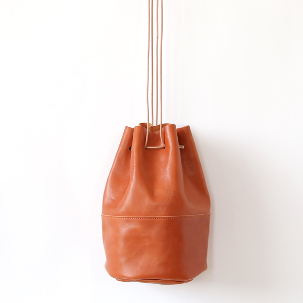 HORSE LEATHER DRAW STRINGS POUCH/M(巾着ショルダー)(TAN)