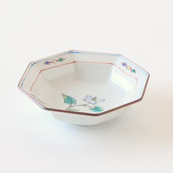 縁に少し立ち上がりをつけた、小鉢としても取り皿としても使いやすい形