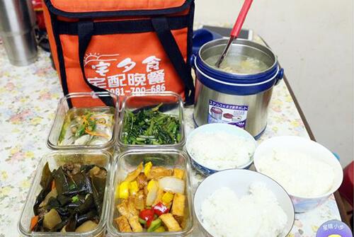 宅夕食-提供二~四人餐、週一到週五都有不同的四菜一湯雙主菜的菜色、專人配送到府