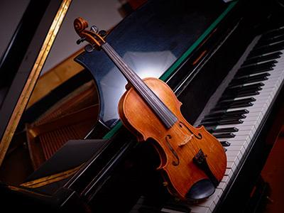 ピアノとバイオリンの生演奏とブルゴーニュの古酒