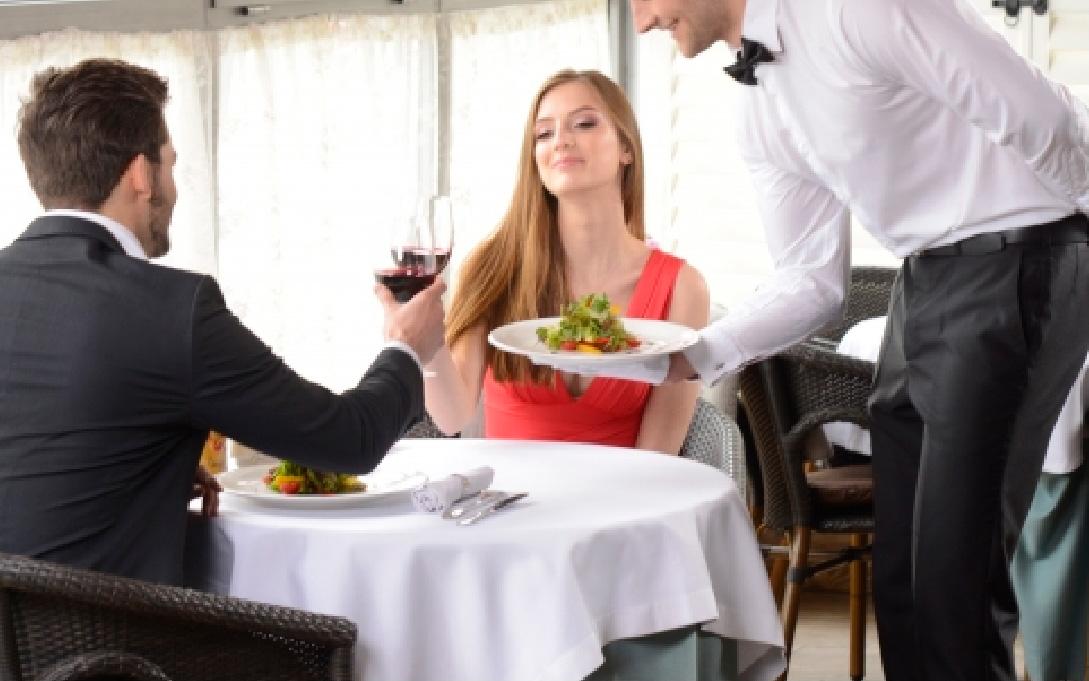 レストラン接客