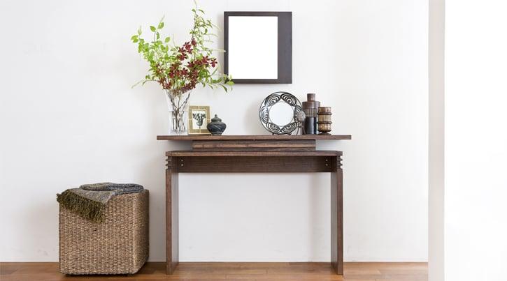 小さめの家具をプラスしてお部屋に小さなアジアンリゾートを演出する