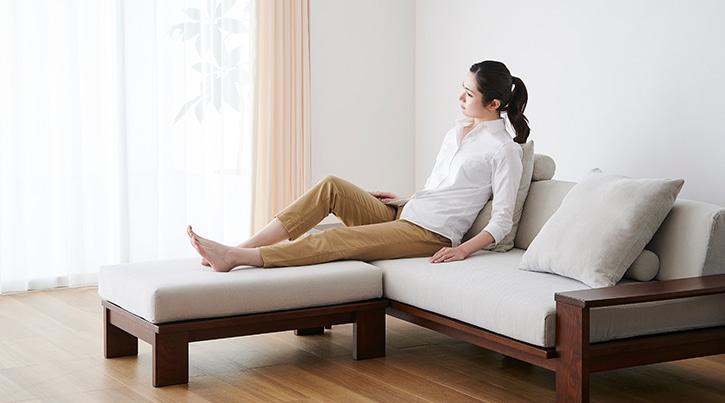 ローソファの座り心地 ~開放感あふれる空間でゆったりと寛ぐ~