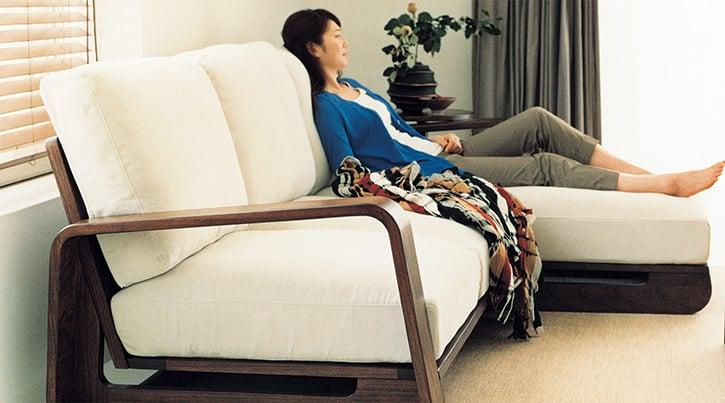 ハイバックソファの座り心地 ~安定した姿勢で贅沢にくつろぐ~