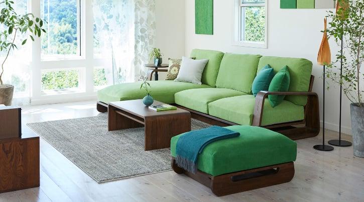 ナチュラルでおしゃれな空間にぴったり グリーンのソファ特集