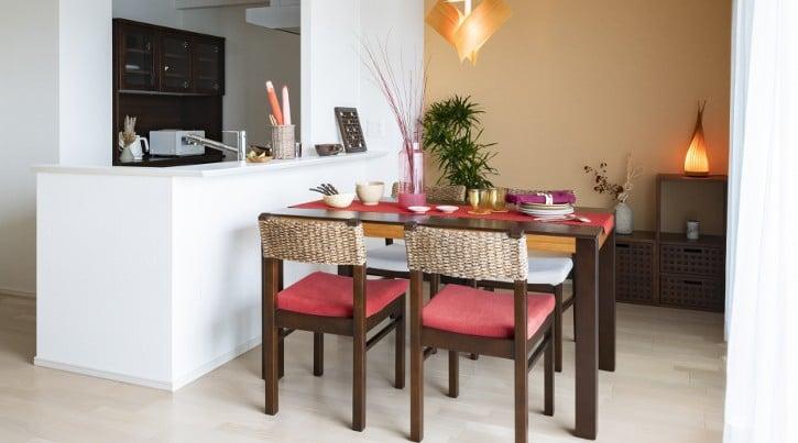 アジアンテイストの魅力溢れるダイニングテーブル特集