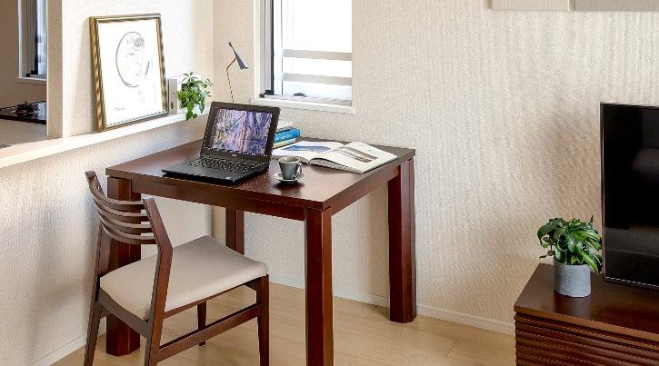 一人暮らしにダイニングテーブルを取り入れて寛ぎの空間を作る