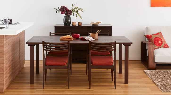 ~自然の温もりに包まれる~ 無垢材ダイニングテーブルの魅力