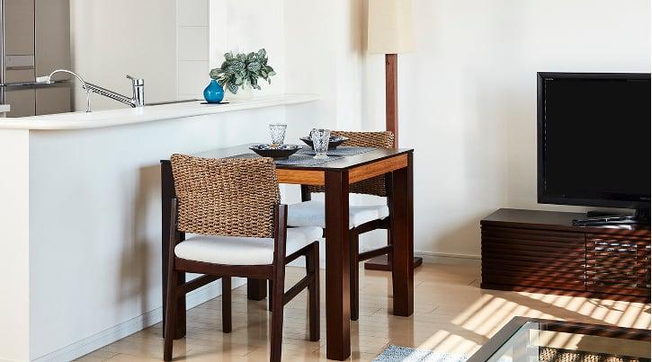 暮らしを充実させるコンパクトなダイニングテーブル