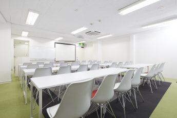 みんなの会議室 神保町 | スクール形式|akibaco|あきばこ|スペースマネジメント|あどばる|adval