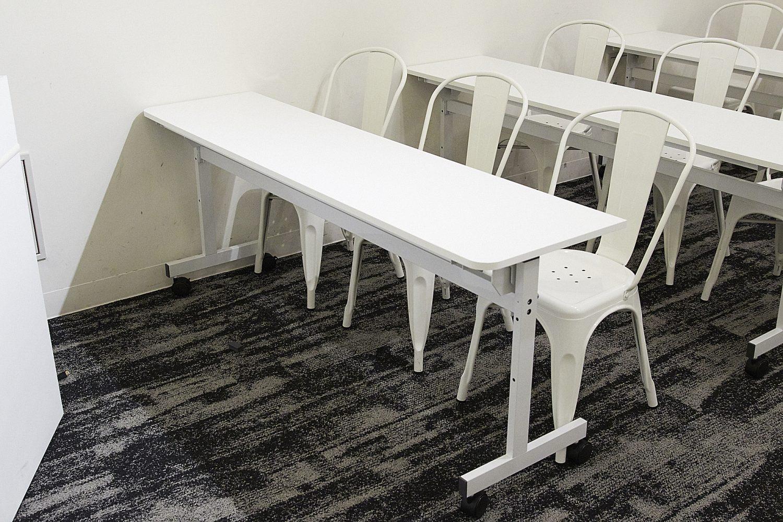みんなの会議室 品川A | 3名掛けテーブル|TIME SHARING|タイムシェアリング |スペースマネジメント|あどばる|adval