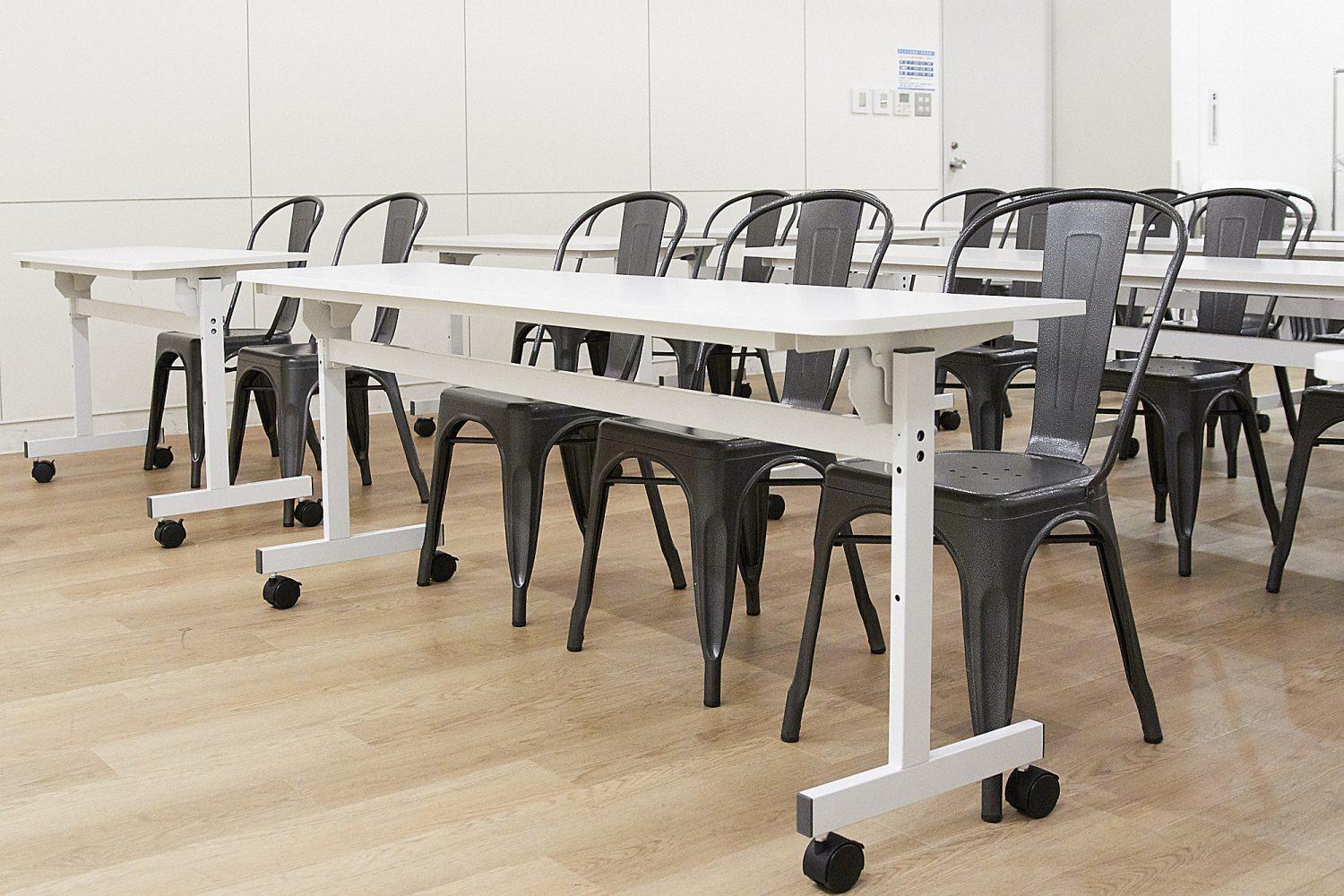 みんなの会議室 品川B | 3名掛けテーブル