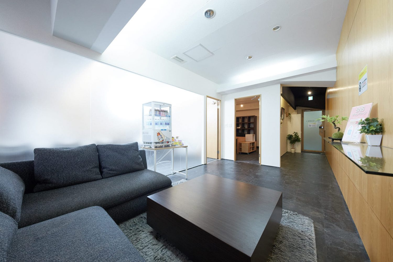 みんなの会議室 渋谷宮益坂2A | 入口手前の共有部|TIME SHARING|タイムシェアリング |スペースマネジメント|あどばる|adval