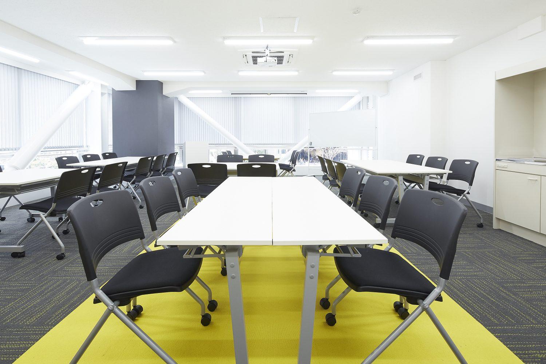みんなの会議室 東京駅前3F | グループワーク形式|TIME SHARING|タイムシェアリング |スペースマネジメント|あどばる|adval