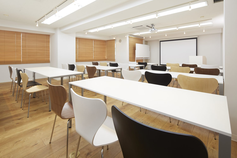 みんなの会議室 代々木7F | スクール形式|TIME SHARING|タイムシェアリング |スペースマネジメント|あどばる|adval