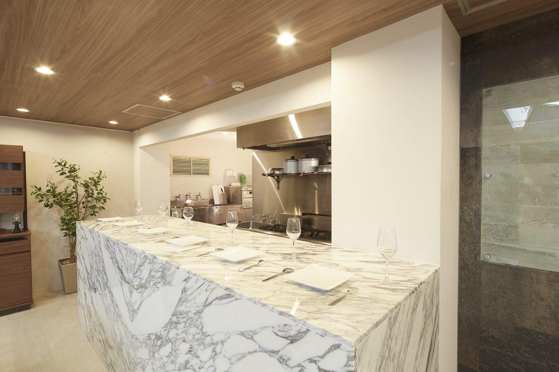 Lounge-R Premium | 大理石のキッチンカウンター|TIME SHARING|タイムシェアリング |スペースマネジメント|あどばる|adval