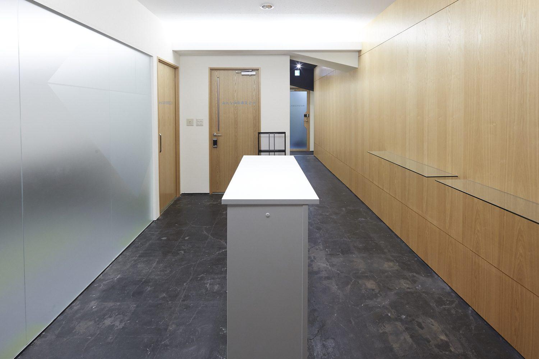 みんなの会議室 渋谷宮益坂2-2 | 入口前の共有部です(2-2の入り口は右側の扉です)