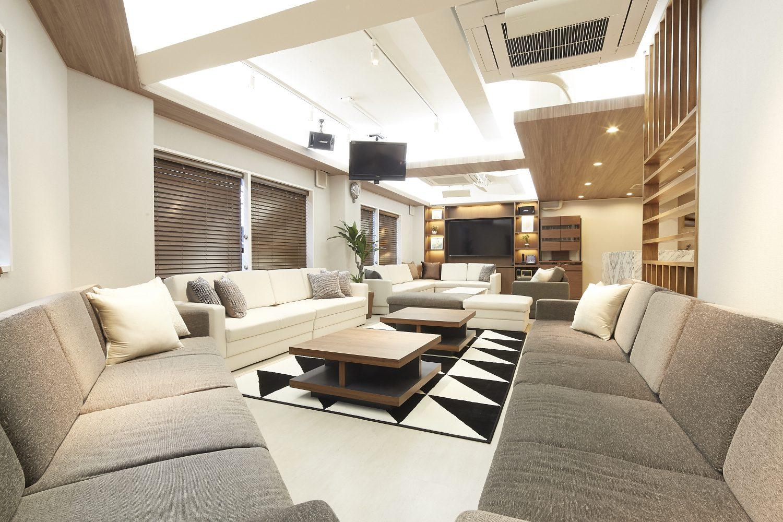 Lounge-R Premium | スペース奥から