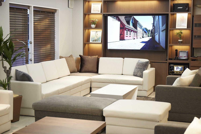 Lounge-R Premium | 大きなモニターも