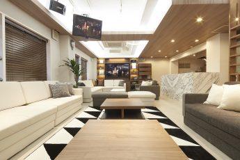 Lounge-R Premium | 入口から奥