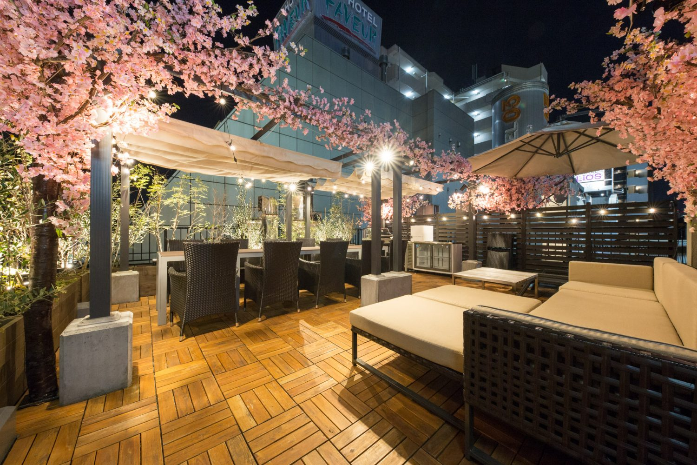 Lounge-R TERRACE 渋谷   【夜桜】3/15~4/30の期間限定で、有料オプションの「屋上テラス」にインドア花見装飾を行います!
