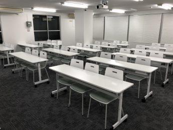 みんなの会議室 赤坂 | スクール形式で43名まで着席可能です