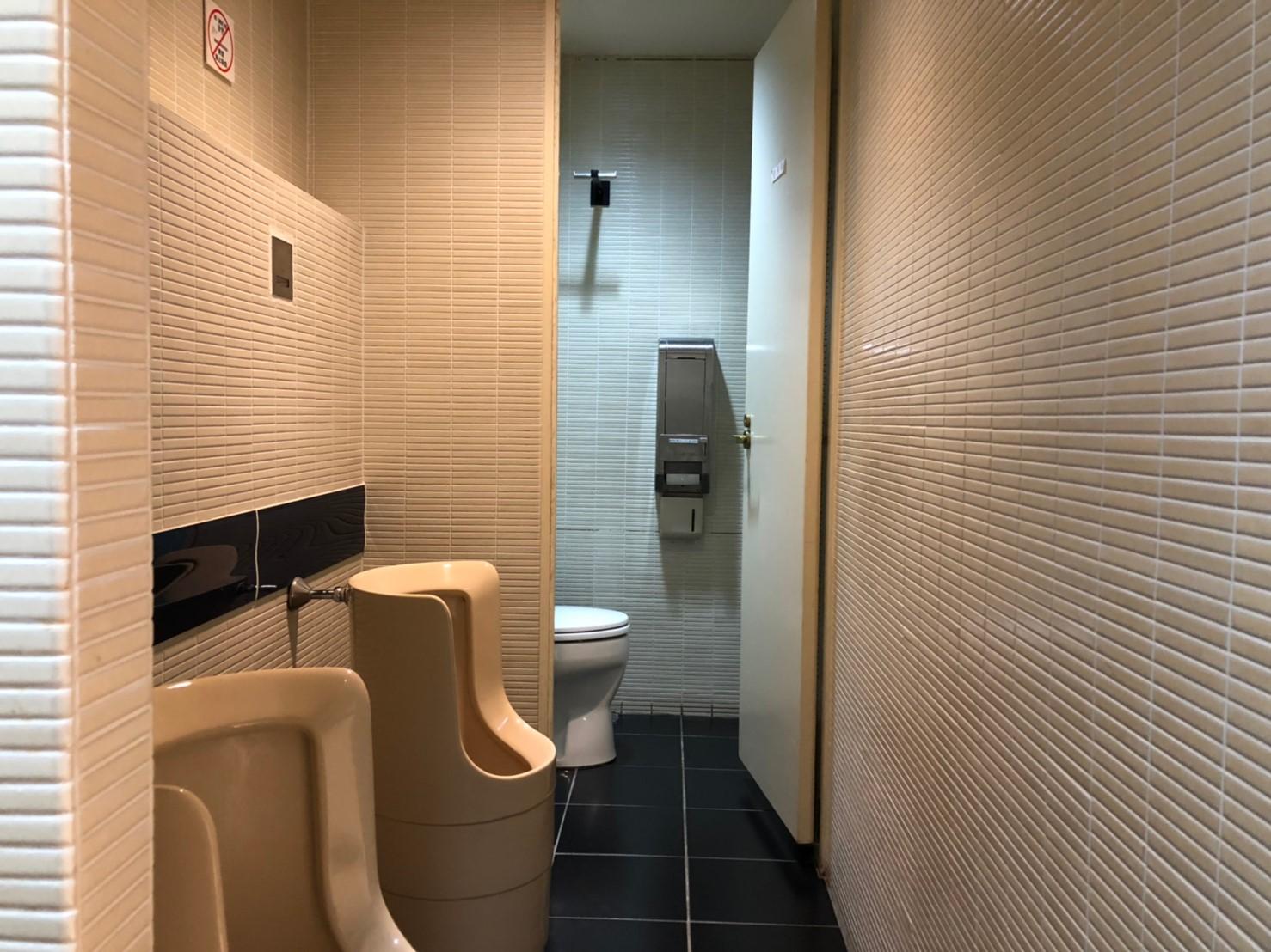 みんなの会議室 赤坂 | 男子トイレ|TIME SHARING|タイムシェアリング |スペースマネジメント|あどばる|adval