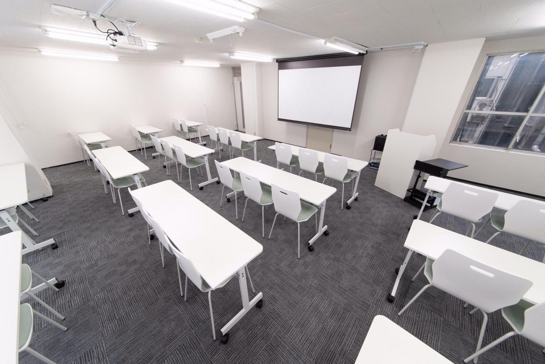 みんなの会議室 赤坂 | ホワイトボード、プロジェクター、マイクも無料で使用可能。
