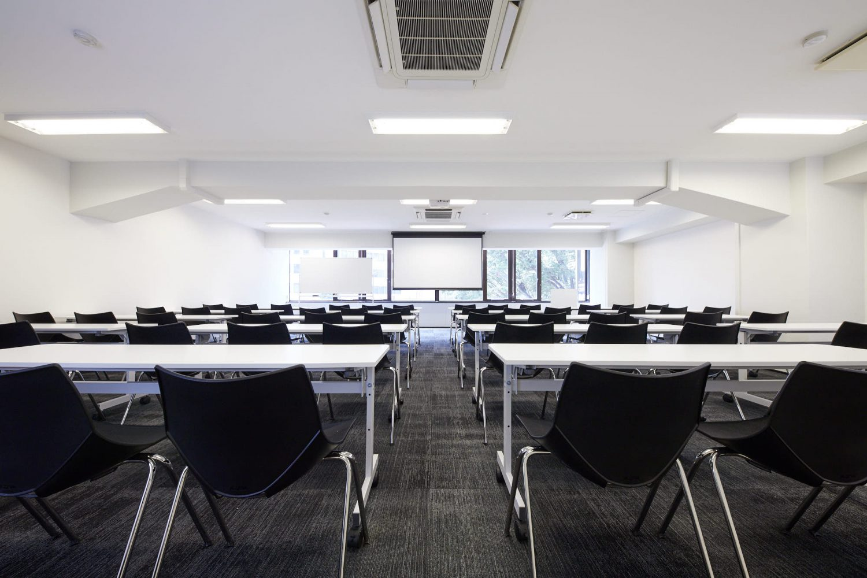 みんなの会議室 渋谷宮益坂3B | スクール形式56名着席可|TIME SHARING|タイムシェアリング |スペースマネジメント|あどばる|adval