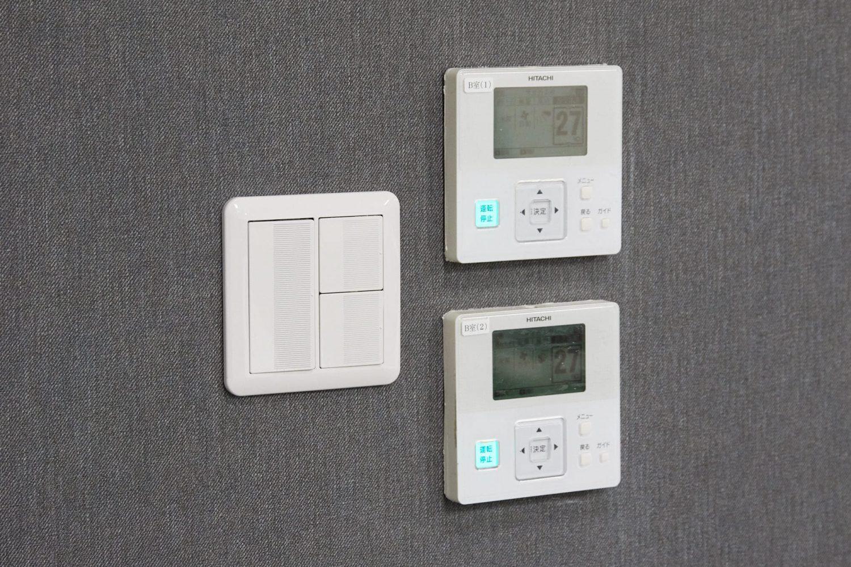 みんなの会議室 渋谷宮益坂3B | 電気スイッチ、エアコンのリモコン|akibaco|あきばこ|スペースマネジメント|あどばる|adval