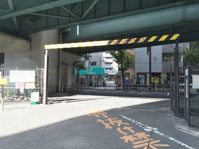 【道順4】入り口が見えましたら、駐車場名をご確認のうえお進み下さい。