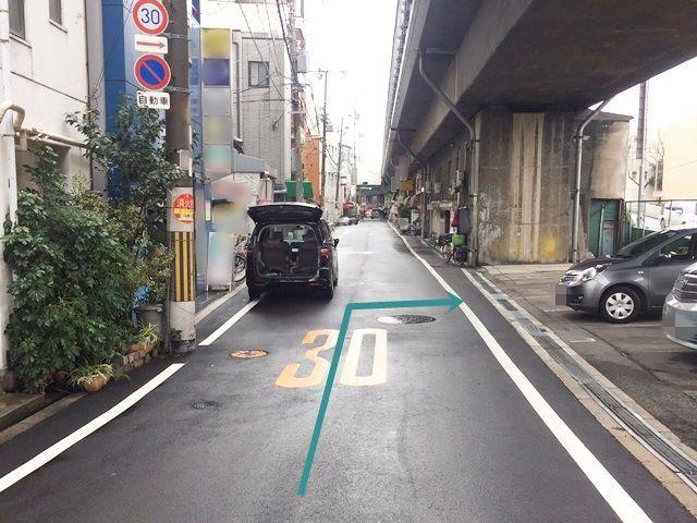 【道順2】左折していただくと右側に駐車場があります。