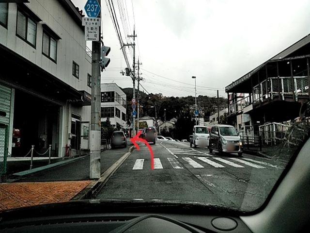 道順1. 宝山寺方向に進みます