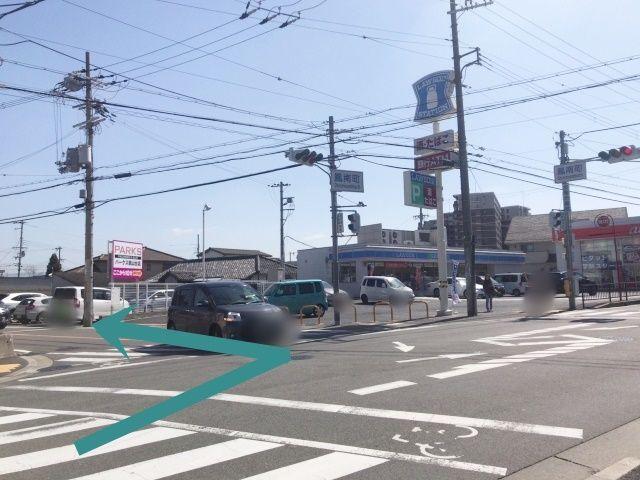 【道順1】天王寺方面から南行されて来た方は、「鳳南町交差点」(左手にローソン、右手に池田泉州銀行)を左折して下さい。