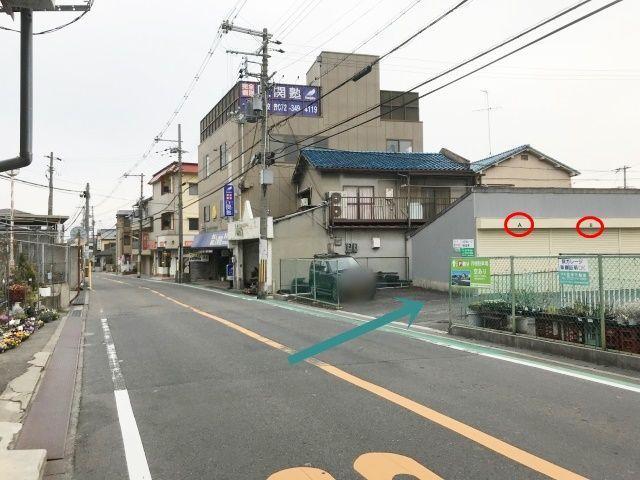 【道順5】シャッターガレージ(A、B…)、緑色の月極駐車場の看板がある場所から進入下さい。