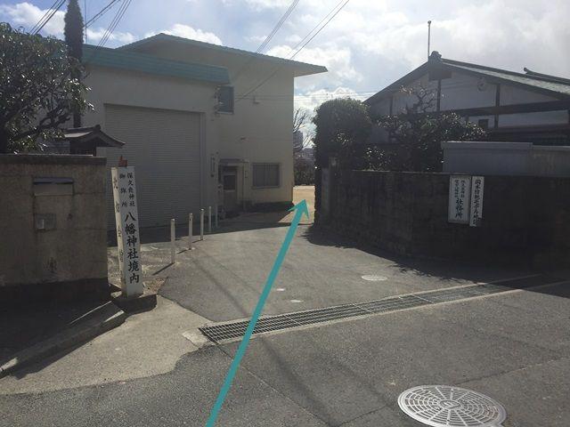 【道順1】駐車場へは「北畑会館」の敷地内を通過しますので、敷地内へ進入してください。