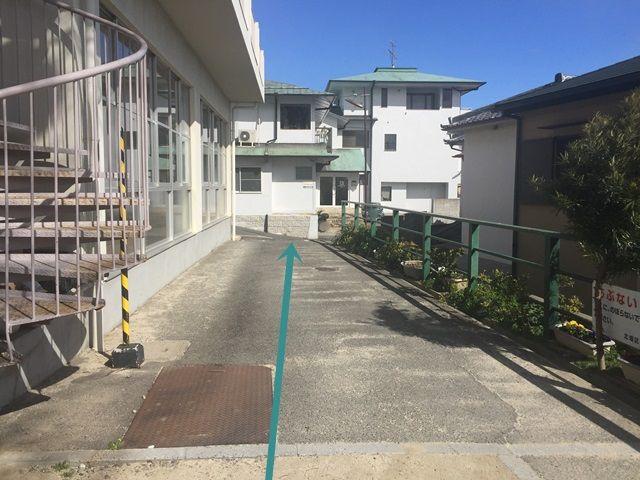 【道順4】左折後、道なりに進むとご利用駐車場があります。