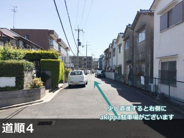 【道順4】左折したすぐの風景です。このまま少し進むと右側に駐車場が見えます。