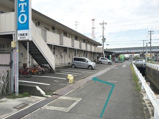 【道順4】ご利用駐車場になります。ご予約されたスペースに駐車してください。