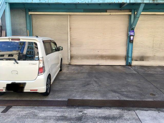 駐車場の一番左端(akippaスペース外)に軽自動車を駐車しております。接触等されないようご注意下さい。