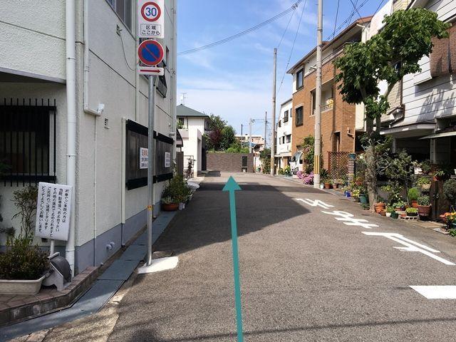 【道順4】左折後直進すると、突き当たりにご利用駐車場がございます。