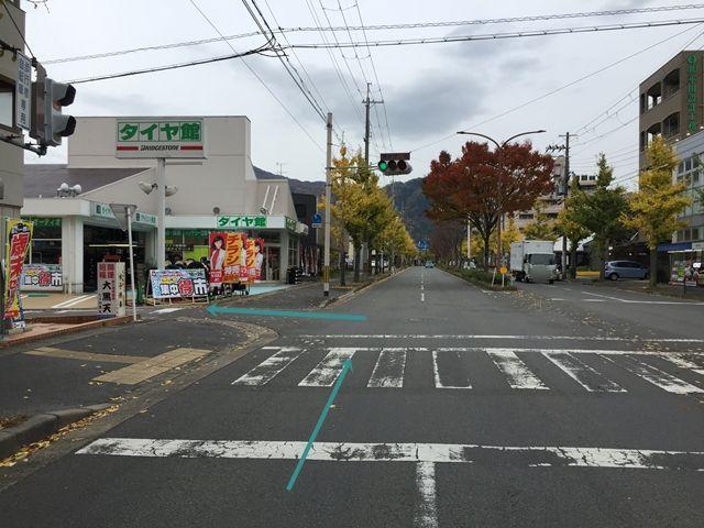 【順路1】「北山通」を東(修学院方面)へ進んだ場合、「マツヤデンキ」と「タイヤ館」の間の道を左折します。