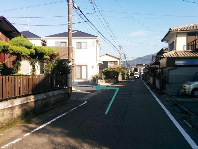 【道順3】次の曲がり角の住宅となります。