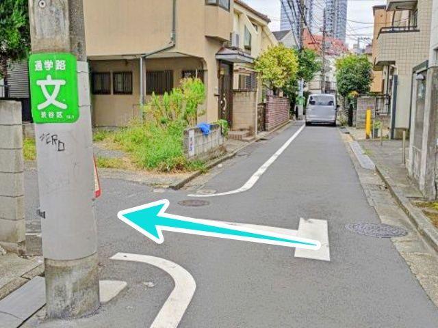 一方通行道路を左折します
