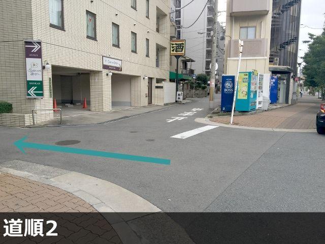 2.新大阪ステーションホテル左側の道を進んでください。