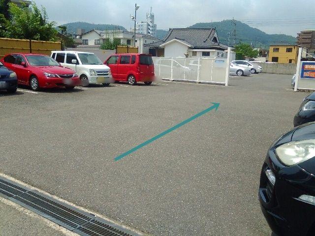 奥が第108錦町モータープールです。